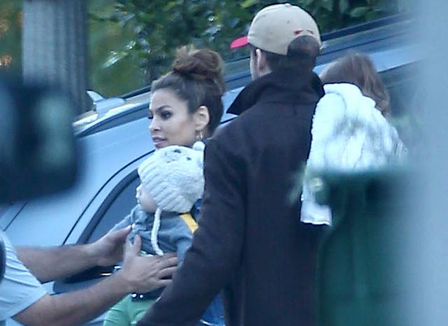 Райан и Ева вместе со своей дочерью Амадой