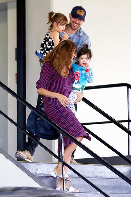 Райан с Евой и детьми