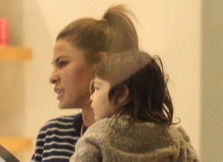 Ева Мендес с дочкой